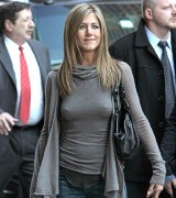 candid jennifer aniston oops Pictures