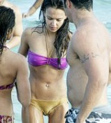 candid Jessica Alba Cameltoe oops